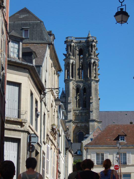 Ancienne entrée de la ville haute. La tour penchée